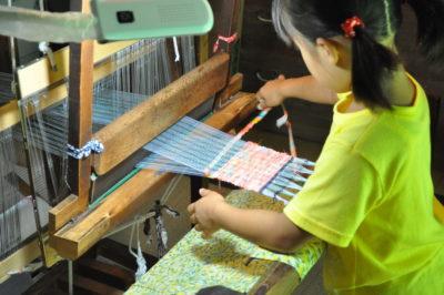 原村郷土館でほっこり裂き織り体験