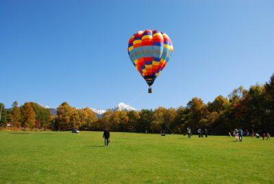 8月11~13日農場で熱気球体験できます